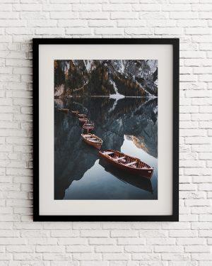 Boats al Lake braies print - Italia - Dolomites - Alvaro Valiente